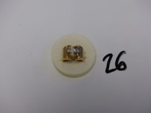 1 bague en or et platine ornée d'un rang de petits diamants taille rose (td54). PB 8g