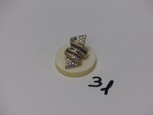 1 bague en or ornée de pierres blanches et ambrées (4 chatons vides, td54). PB 7,5g
