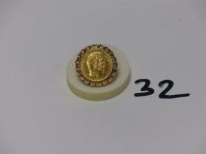 1 bague monture ouvragée en or serti-griffes une pièce de 20frs NapIII 1860A (td60). PB 10,7g