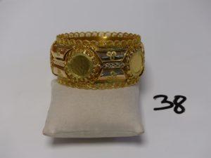 1 bracelet esclave à décor floral et filigrané en or (diamètre 7cm). PB 70,6g