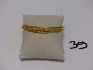 1 bracelet rigide et ouvragé en or (diamètre 6,5cm). PB 37,3g