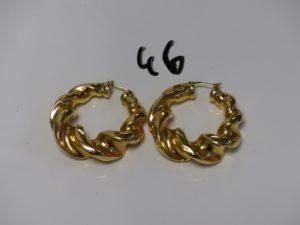 1 paire de grosses créoles torsadées en or (diamètre 5cm). PB 18,7g