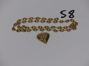 1 chaîne maille grain de café en or (manque fermoir, L51cm) et 1 pendentif coeur ajouré en or. PB 10,4g