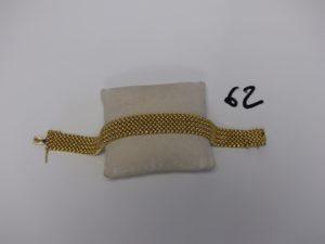 1 bracelet gourmette maille en damier (L21cm, accroc au bout). PB 32,2g