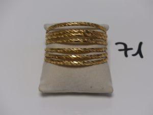 7 bracelets rigides ciselés en or (diamètre 6cm). PB 83,4g