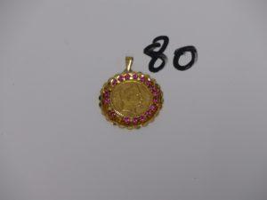 1 pendentif en or serti-griffes une pièce de 20frs monture ornée de petites pierres roses (NapIII A1867, 3 chatons vides). PB 11g