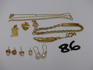 1 chaîne maille alternée (K40cm), 1 pendentif plaque, 1 bracelet gourmette gravée (L12cm), 1 bracelet gourmette gravée et cassée, 1 pendentif coeur cabossé, 1 pendentif main, 2 boucles rehaussées d'une perle, 1 boucle ornée d'une perle, 1 boucle abimée ornée d'une perle manque fermoir et 2 boucles en or manque perle et fermoir. le tout en or PB 12,
