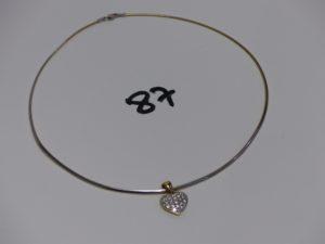 1 collier fil bicolore (L44cm) et 1 pendentif coeur orné d'un pavage de diamants. Le tout en or PB 11,2g