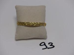 1 bracelet rigide ouvrant en or décor floral ajouré (diamètre 5,5/6cm). PB 14,1g