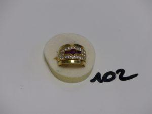 1 bague en or ornée de 5 pierres rouges entourage 26 petits diamants environ 1 carat le tout (td53). PB 13,5g
