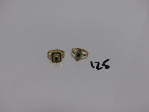2 bagues en or (1 ornée d'une pierre bleue td55 et 1 ornée de petites pierres bleues et petits diamants td53). PB 6,2g