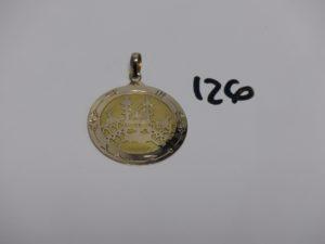 1 pendentif en or motif central ouvragé (diamètre 4cm). PB 11g