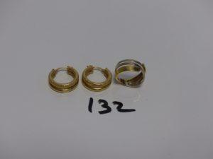 1 bague bicolore (td54) et 1 paire de créoles à 2 rangs (un peu cabossées). Le tout en or PB 7,5g