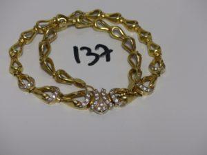 1 collier maille fantaisie motif central orné de petites pierres (L43cm). PB 40,6g