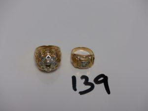 2 bagues en or (1 td52 et chatons vides et 1 monture cassée et manque pierre td 49). PB 11,7g