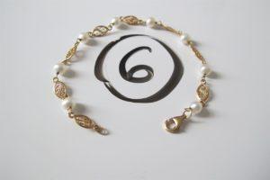 1 Bracelet en or motif filigrané et perles (L17cm). PB 4,3 g