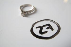 1 Bague solitaire en or gris rehaussée d'un petit diamant(td46).PB 2,4g