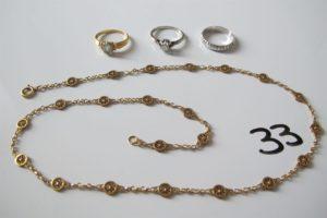 1 Collier en or à motif fantaisie maillefiligranée(L44cm),1 alliance en or gris ciselée(td54),2 bagues en or(1 solitaireen or gris rehaussé d'un diamant(td54),1rehaussée d'une pierre bleue claire (td51)).PB 14,2g
