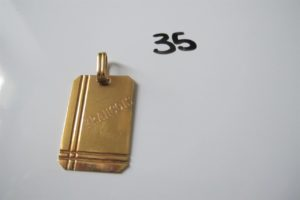 """1 Pendentif en or à décor d'une plaque d'identité gravée """"François + date de naissance""""(H3,3 cm).PB 5,3 g"""