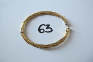 1 Bracelet ouvrant en or torsadé (cabossé)(D6,5cm).PB 8,8g