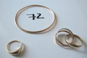 1 Jonc en or(D6cm),2 bagues en or(1 3 ors(td58),1 modèle jonc orné d'un petit diamant(td47)).PB 17,1g