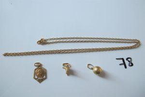 1 Chaine en or maille forçat(L60cm), 1 médaille en or à décor d'un ange gravé,2pendentifs en or (1 à décor de ballon defoot,1 à décor de tête de taureau). PB 12,6g