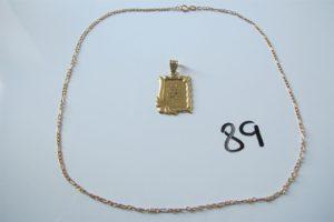 1 Chaine en or maille forçat(L46cm),1 pendentif en or à décor du coran.PB 2,9g