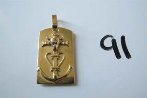 1 Pendentif en or à décor d'une croix de camargue.PB 13,1g