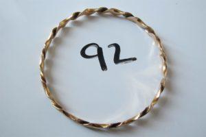 1 Bracelet en or rigide ciselé(D7cm). PB 17,2g