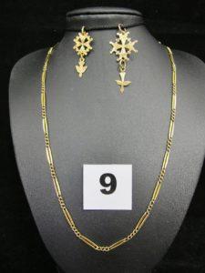 1 Chaine maille alternée (L 44cm). PB 7,8g et 2 croix huguenottes. Le tout en or . PB 9,8g