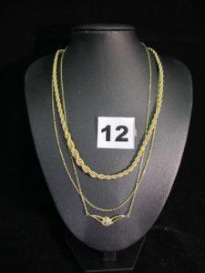 2 colliers dont 1 en maille corde bicolore gradué (L 41cm) et 1 autre maille forçat avec motif central orné d'un petit diamant (L 43cm), 1 chaîne maille forçat (L 42cm). Le touten or. PB : 13,2g
