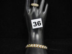1 bracelet en or maille articulée ornée de petites pierres (L 19,5cm) et 1 bagueavec motif carré pavé de petites pierres(TD 56). PB : 16,1g