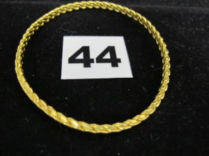 1 jonc torsadé 22 K (L 6cm). PB : 20,7g