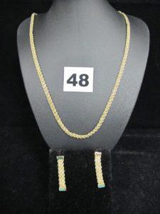 1 collier maille corde double (L 46cm) et 2 boucles en maille corde triple (L 3,2cm). Le tout en or. PB : 8,5g