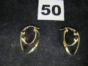 2 créoles en or de formes contemporainesréhausées de boules mobiles (L 3cm). PB : 2,6g