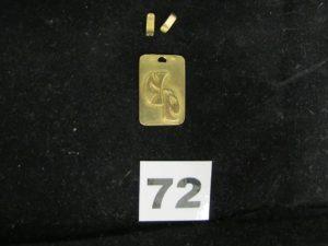 1 pendentif rectangulaire en or (2,5 x 1,7cm attache cassée). PB : 5,8g