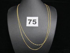 2 chaines en or (L 50cm) dont 1 maille torsadée et 1 en maille forçat. PB : 3,8g