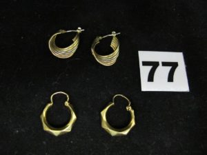 1 paire de créoles bicolores et 2 créoles (1 attache à redresser). Le tout en or PB : 4g
