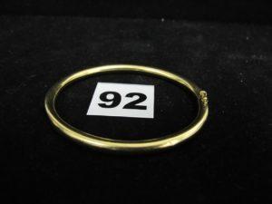 1 bracelet en or, rigide ouvrant (type jonc creux L 6x5cm). PB : 14,2g