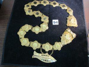 1 ceinture en or filigranée, ornée de motifs style pièce et poisson (L 114cm) PB : 183,9g
