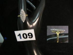 1 bague marquise en or réhaussée de diamants (TD 61). PB : 5,2g