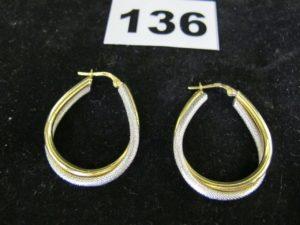 2 créoles en or bicolores. PB : 3,9g