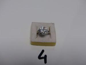 1 bague en or et platine serti-griffes 1 diamant TL brillant environ 3 carats (Td59). PB 5,6g