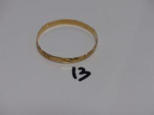 1 bracelet rigide ciselé et ouvragé en or (diamètre 6,5cm). PB 20g