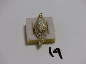 1 bague marquise en or ornée de pierres (Td59). PB 9,7g