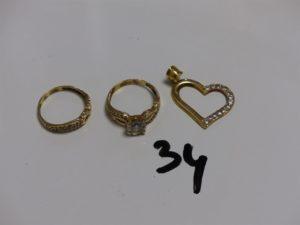 1 alliance en or ornée de 2 rangs de petites pierres (Td56) 1 bague en or rehaussée de pierres (Td56) et 1 pendentif coeur en or orné d'1 rang de pierres. PB 6,6g