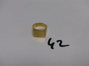 1 chevalière en or motif central ciselé (soudure 14K sur le tour, Td58). PB 19,6g