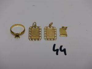 3 pendentifs Coran en or et 1 bague en or chaton central vide (Td53). PB 7,3g