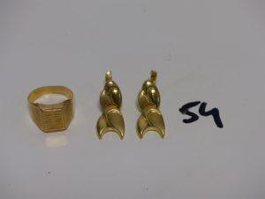 1 chevalière abîmée en or (Td59) et 2 pendants en or (monture creuse,H3cm). PB 6,7g