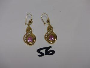 2 pendants en or ornés d'1 pierre rose et de petites pierres bleues (H4cm). PB 2,4g